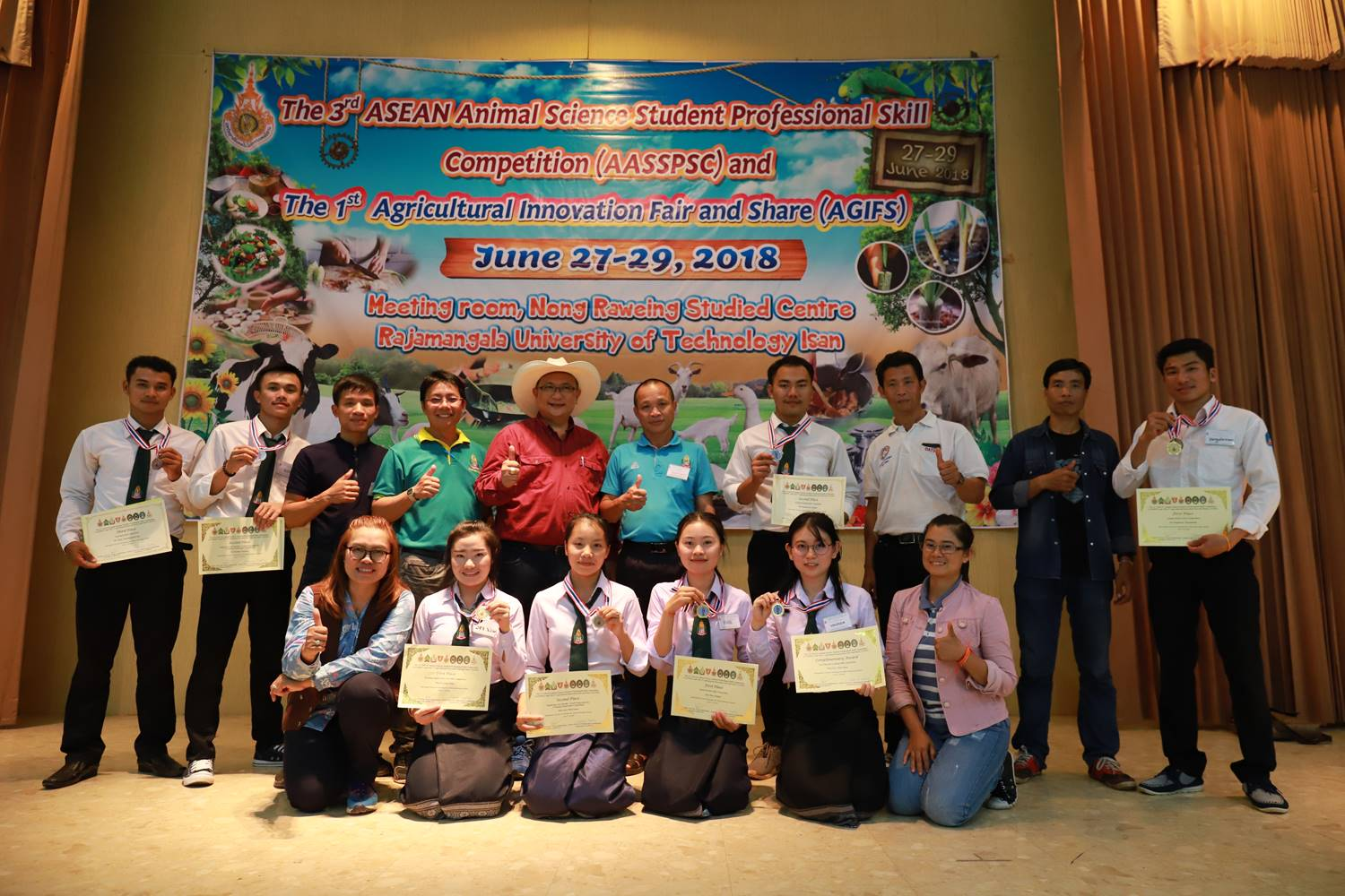 Lao students receives gold medals from competition in Thailand
